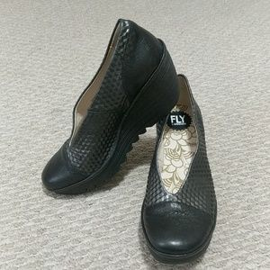 Like new fly london shoes